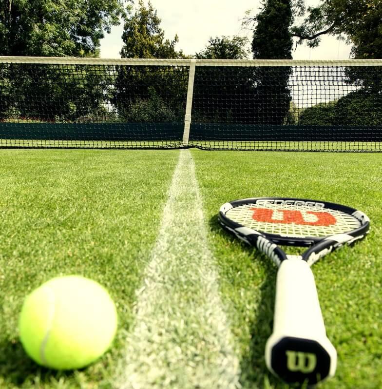 Antrenament tenis de camp profesional