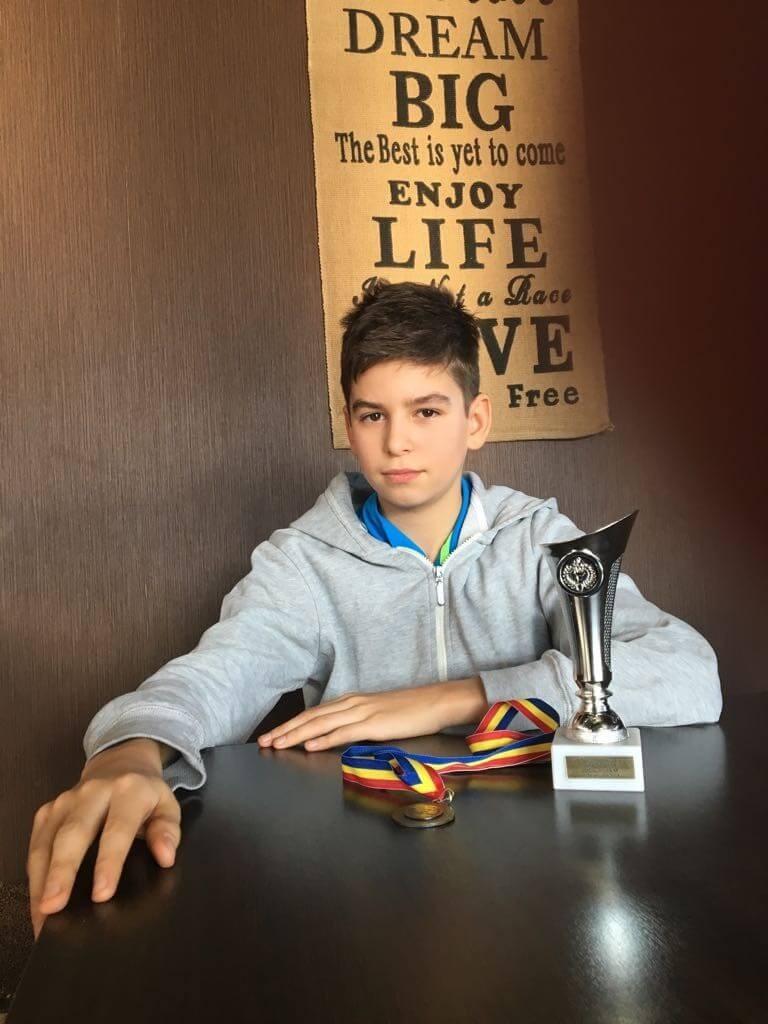 Academia Victor Hănescu oferă burse copiilor talentați